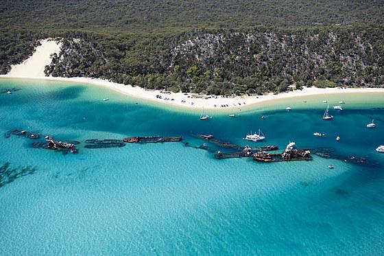 Tangalooma Wracks Moreton Island / Tangalooma Wrecks Moreton Island