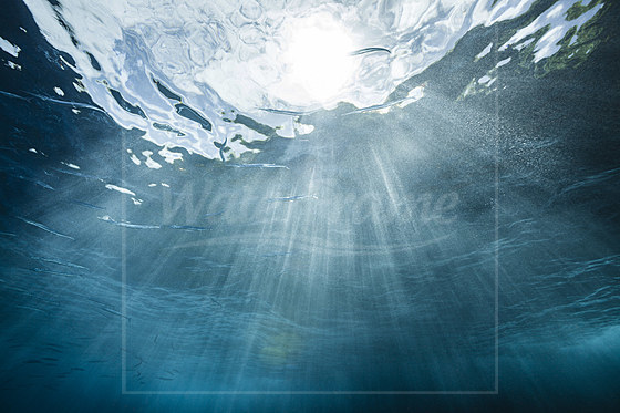 Sonnenstrahlen im Ozean / Sunbeams in Ocean