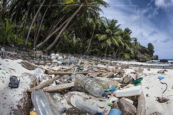 Angeschwemmter Plastikmuell verunreinigt Dolly Beach / Plastic Waste washed up at Dolly Beach