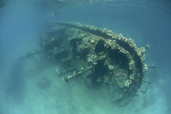 Wrack in Lagune / Shallow Shipwreck in Lagoon