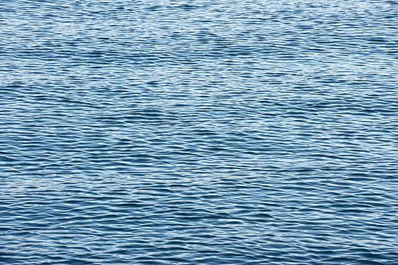 Rekflektionen auf der Wasseroberflaeche / Reflections on Water Surface